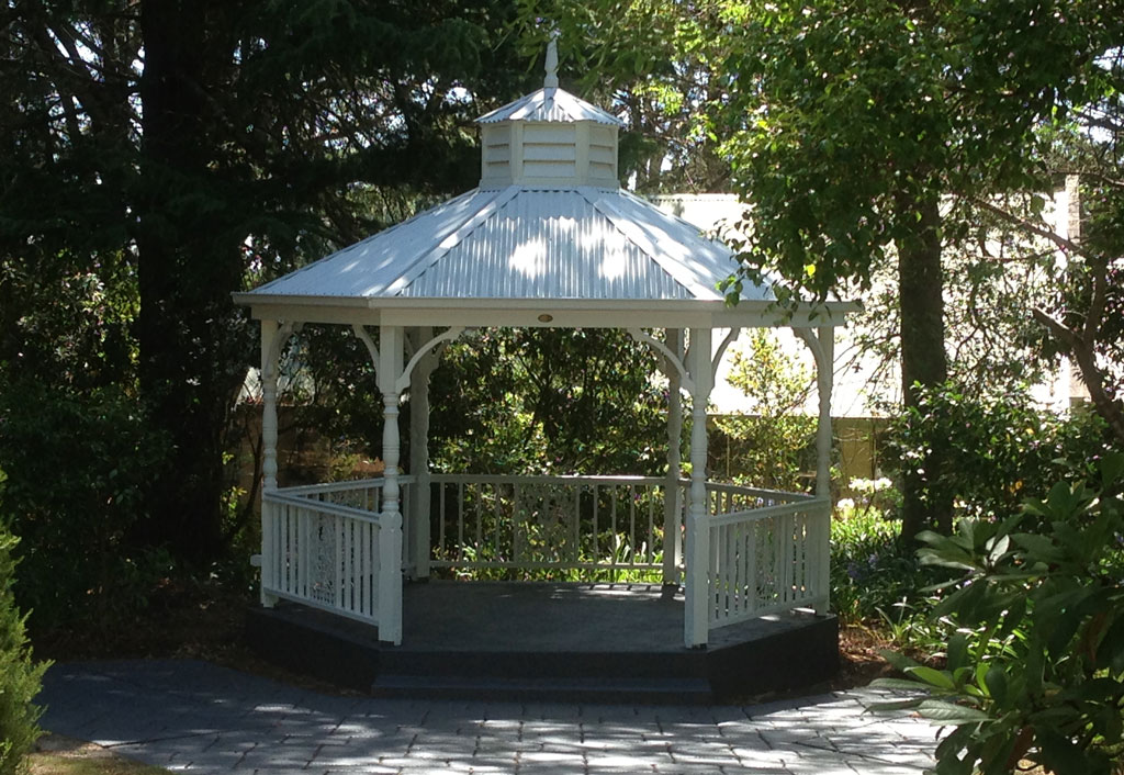 4 metre wedding gazebo installed gorgeous custom built gazebos - Toile chilienne au metre ...